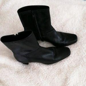 Michelle D Black leather boots